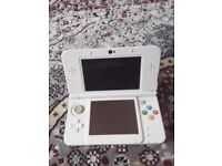 Nitendo 3DS console in white plus an additional 5 games bundle included