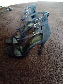 Woman's size 6 high heel shoes