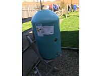 Hot water tank/cylinder
