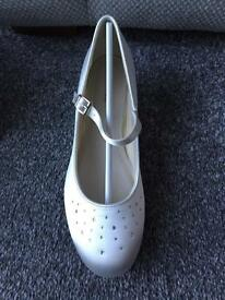 New in box size 4 wedding shoes