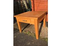 Quality solid oak coffee table with 2 drawers