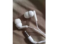 Headphones. Noise reduction feature built in (For mobile, PC, tablet, audio devices)