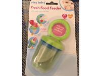 Baby food feeder for weening.