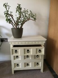 Lovely solid wood unit with 3 draws
