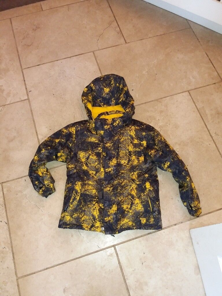 Ski coat for child age 7 from mountain warehouse
