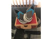 Toddler shark vans 3.5