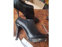 Bkack heel boots size 7