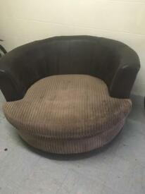 Swivel spin chair