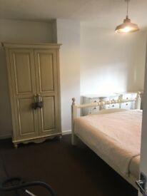 double bedroom for lodger in cefn cribwr