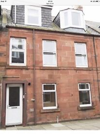 1 bed unfurnished ground floor flat with garden to rent