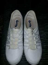 White skechers size 8