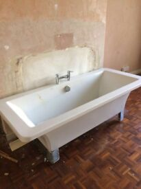 Freestanding bath tub with mixer tap