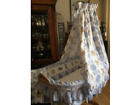 BEAUTIFUL LARGE WHEELED CRIB/ BASSINET/ MOSES BASKET / BABY COT