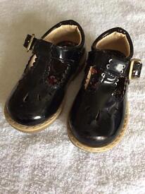 Beautiful black pretty shoes size 4