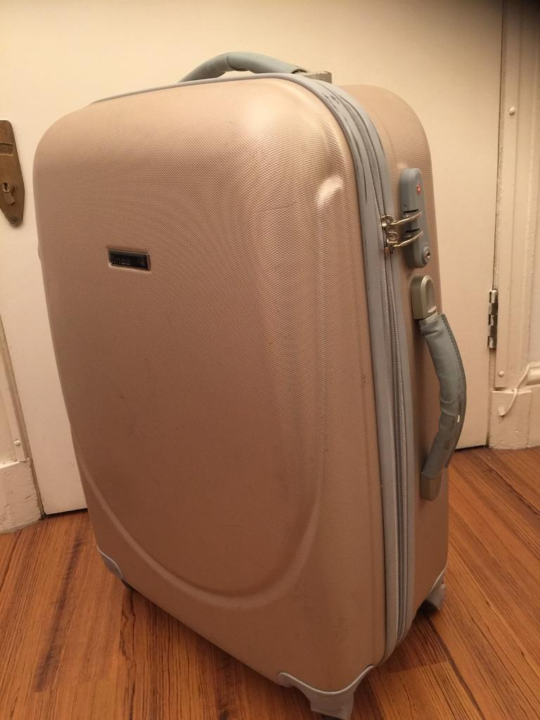 Suitcase with tracker and 4 x360 wheels