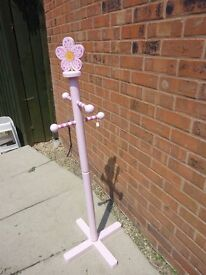 Girls' clothes stand