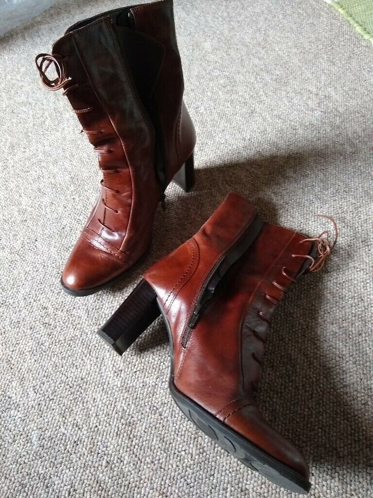 Tan leather ladies boots   in Penrith