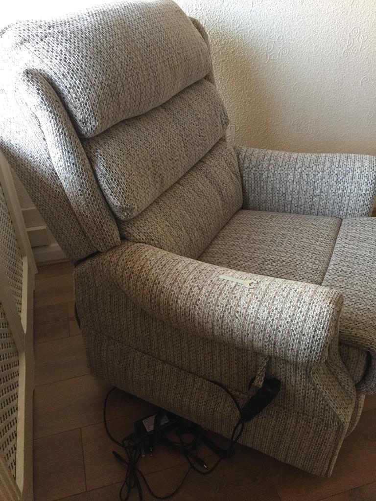 Aries Lift and Rise Chair
