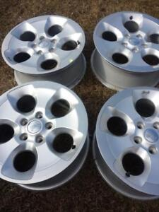 BRAND NEW  TAKE OFF  JEEP WRANGLER SAHARA  FACTORY OEM 18 INCH  ALLOY WHEEL SET OF FOUR  WITH SENSORS