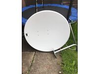 100cm satellite dish with wall mount