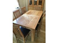 Oak Dining Table & 6 Chairs. Excellent condition with extension leaf.