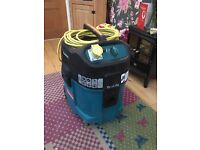 Makita 447M wet and dry dust extractor