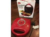 Sandwich toaster/maker (Excellent condition)