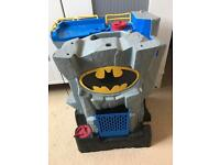 Bat cave with 3 figures