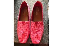 Ladies pink Toms