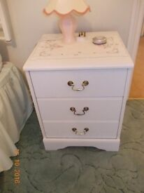 Chest of Drawers / Bedside Table (3 drawers)