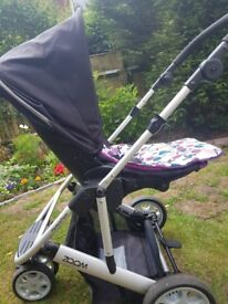 Mamas and Papas Zoom Pram with Carrycot. Includes mattress for the Carrycot.