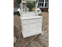 Chest of drawers in white painted wood with adjustable mirror in white