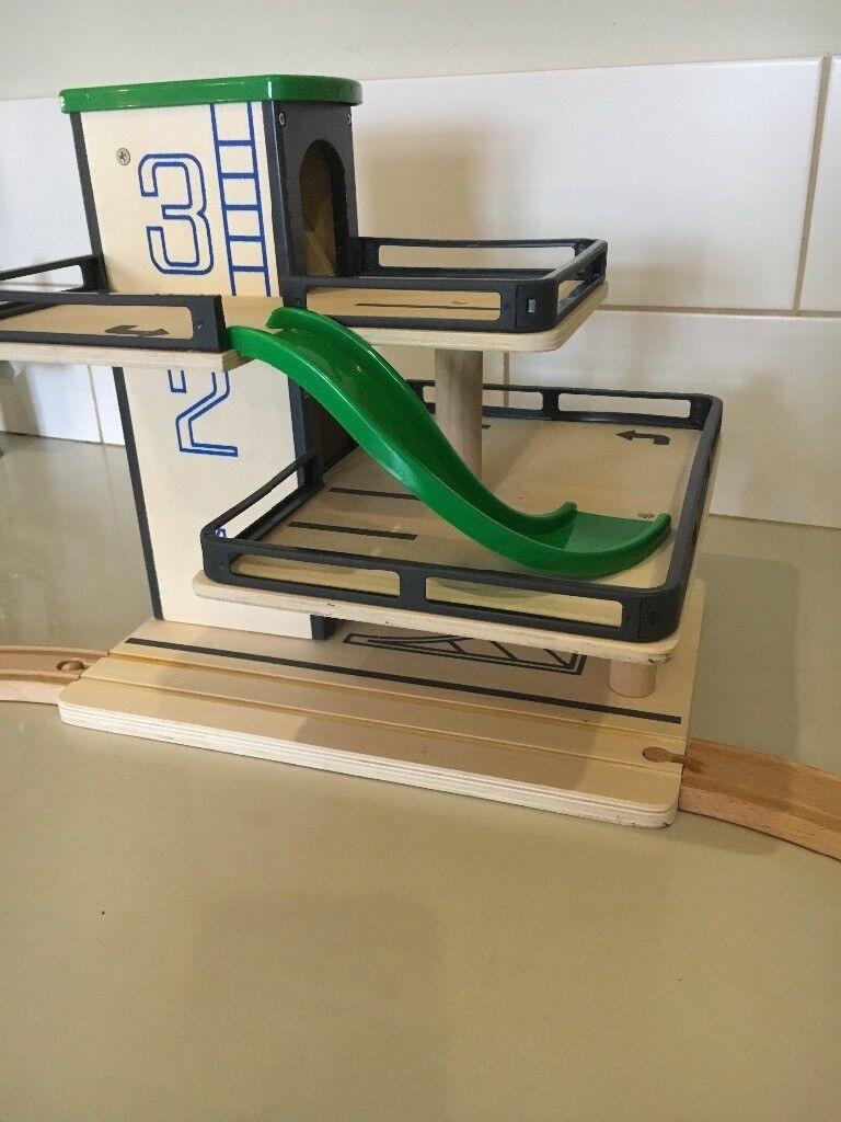 Garage Brio wooden toy garage on 3 levels, fully working lift, german make