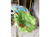 Baby seat / bouncer, vibrating with toys attached