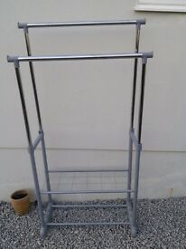 Portable hanging rail