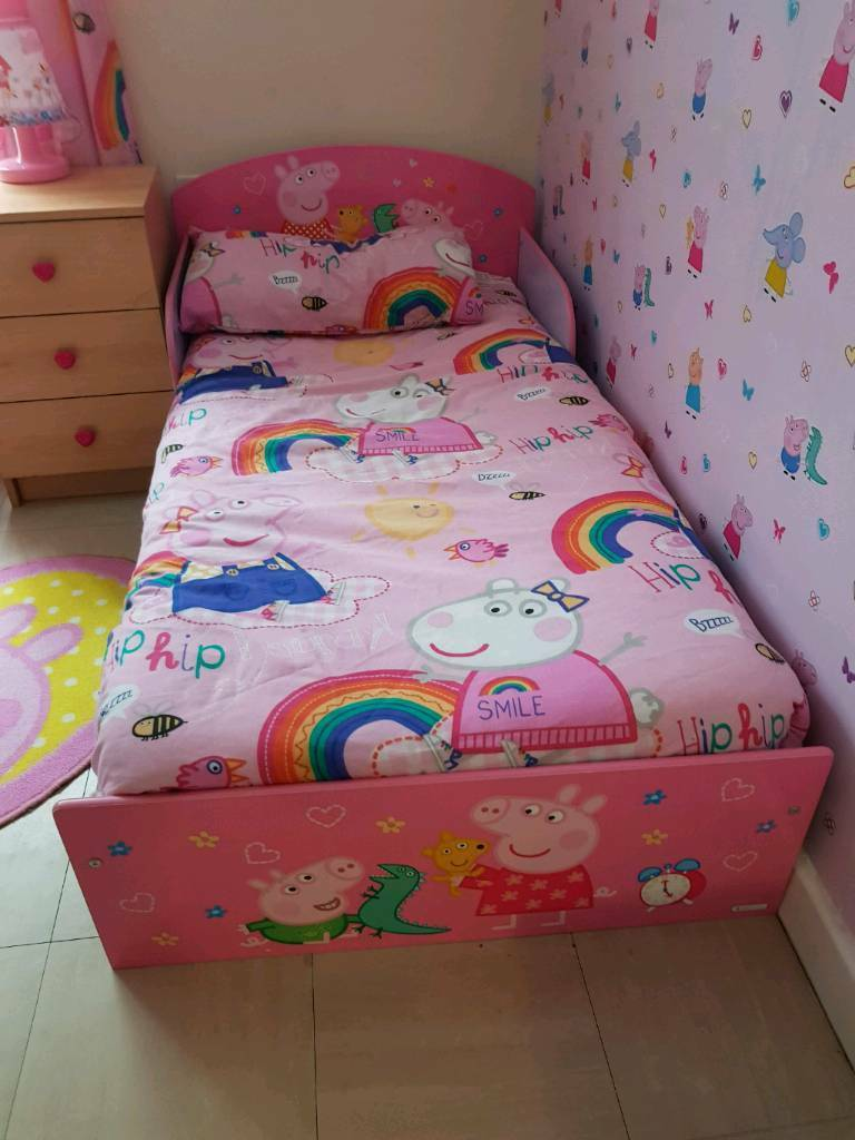 brand new 08525 209ab peppa pig toddler bed and extras | in Crawley, West Sussex | Gumtree