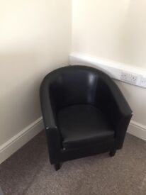 Black bucket chairs good condition x 2