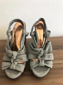 Designer Kurt Geiger Ladies Shoes - grey Suede & wooden block heel - size 5