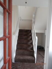 RECENTLY RENOVATED TWO BEDROOMED MAISONETTE FLAT WITH OFF STREET PARKING AND GARDEN £500 PCM