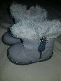 Baby girls infant 3 boots fluffy grey