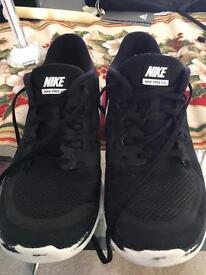 Nike free run uk 5.5 £10