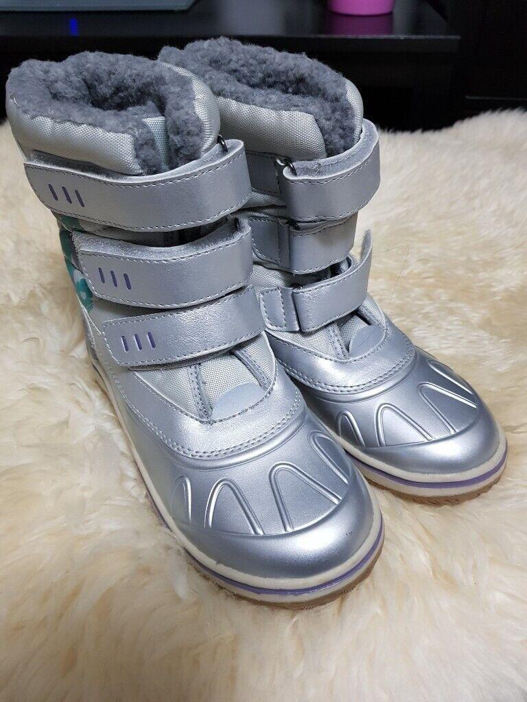 a3b8afa723a3 Silver Girls Winter Boots size 1.5 UK. Preston ...