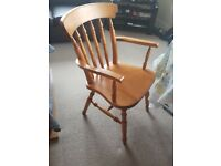 4 very nice wooden chairs