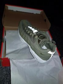 Nike Air Max 95 Essential Trainers Olive (Size 10 )