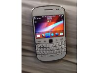 Blackberry 9900 bold front looks nearly new 02 and giffgaff network fully working