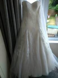 Beautiful Alfred Angelo 'Ella' ivory wedding dress