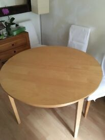 4-seater dining table - great condition £20 - Greater London/Herts