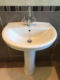 Ceramic basin with ceramic pedestal