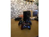 Xbox 360 Slim + 3 Controllers