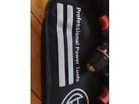Bosch power screwdriver + impact driver = 2 batteries